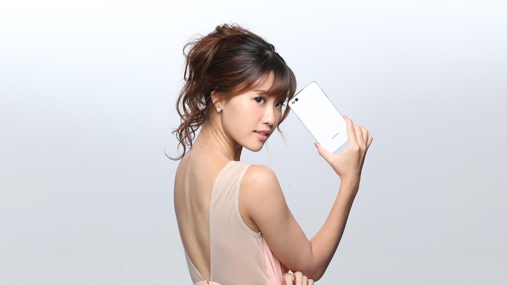 JMJ國際模特兒娛樂經紀-SHARP M1平面廣告拍攝